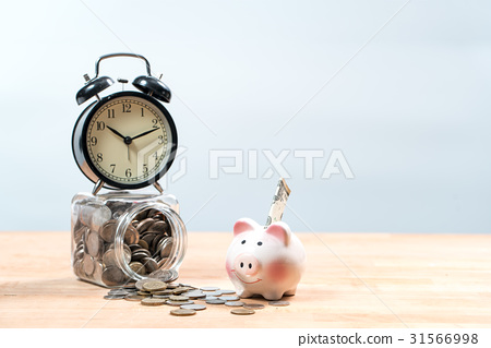 图库照片: saving money