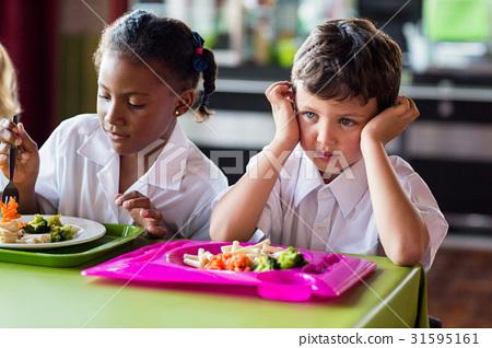 在男孩,食堂见男孩吃饭吃的少,然后问女孩北外女生图片