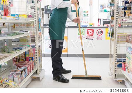 照片 生活方式_生活 家政 打扫 便利店 店员 售货员  *pixta限定素材