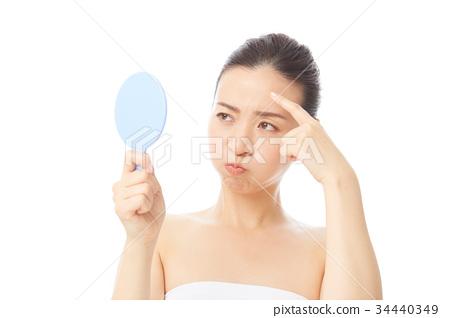 女生 首页 照片 人物 女性 女孩 痘痘 脸部护理 女生  *pixta限定素材