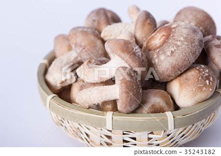 照片 蔬菜_食品 蘑菇 蟹味菇 山野菜 蟹味菇 篮子  *pixta限定素材仅