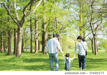 公园 首页 照片 姿势_表情_动作 构图 背影 父母身份 父母和小孩 公园