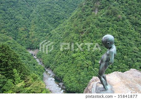 图库照片: 丘比特雕像向喷泉里撒尿 祖谷 景观