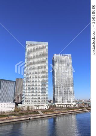 图库照片: 城市风景高层公寓集团耸立在晴美
