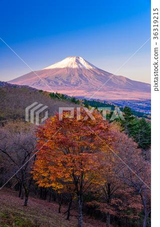图库照片: 富士山 雪冠 秋天