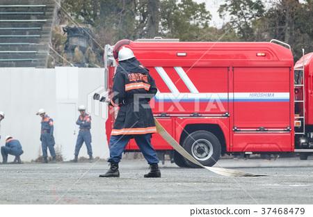 照片 人物 男女 情侣/夫妻 消防员 救火车 消防车  *pixta限定素材仅