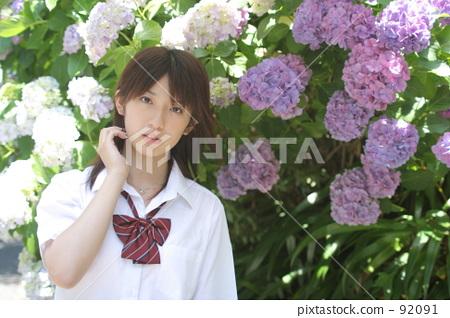 Hydrangea and school girls 92091