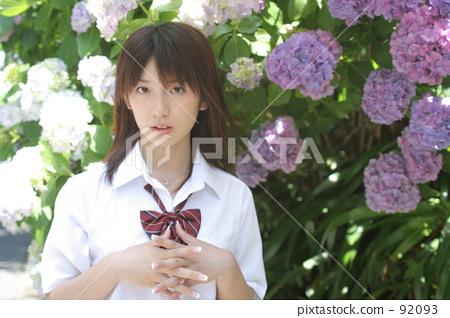 Hydrangea and school girls 92093