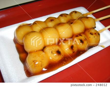 Mitarashi dumpling 248012