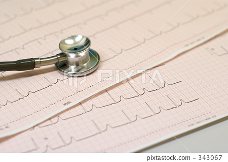 Stethoscope and electrocardiogram 343067