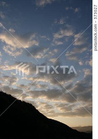 深秋的傍晚天空 373027
