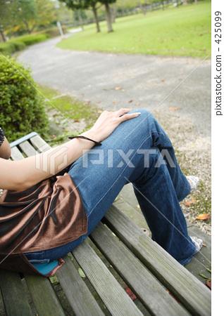 公園女性身體部位 425099