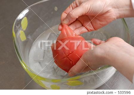 Peeling of tomatoes 533596