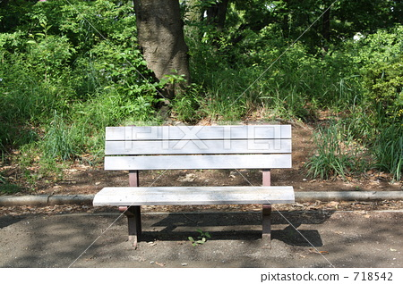 Warm-hearted bench 718542