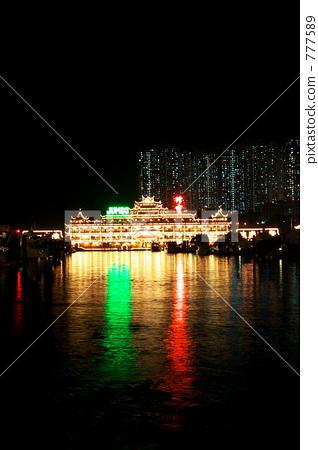 Hong Kong's waterfront restaurant night view 777589