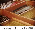 piano 828902
