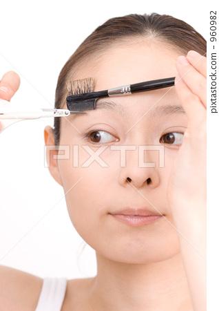 A woman preparing eyebrows 960982