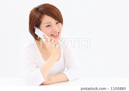 여성 휴대 전화 1100880