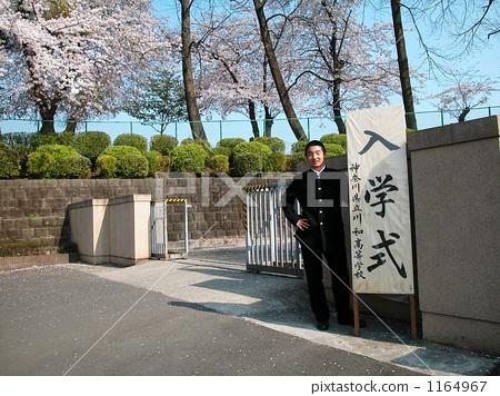 A sunny entrance ceremony 1164967