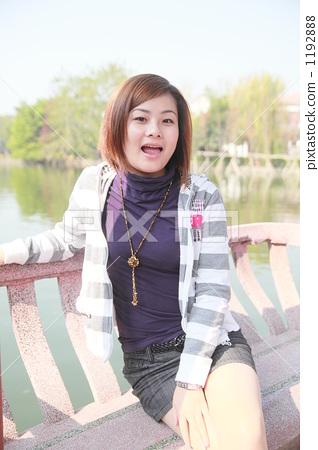 年輕女子 年輕女性 少女 1192888