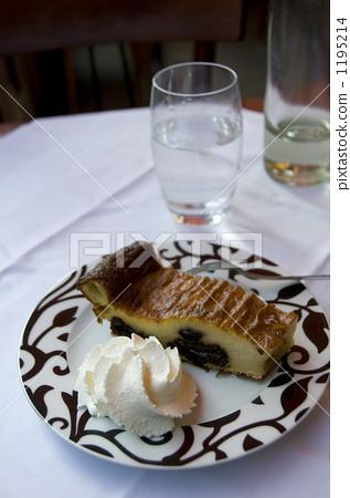 파브르 톤 Far Breton 프랑스 브르타뉴의 전통 구운 과자 1195214