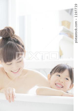 妈妈 洗澡 沐浴 1197719