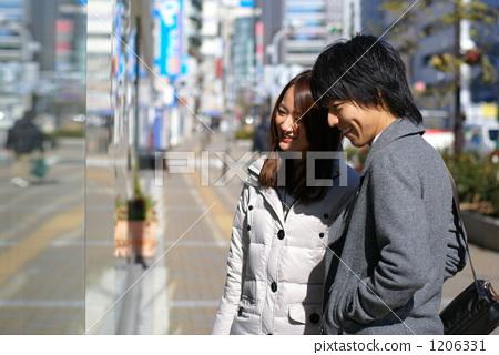 Shopping couple 1206331
