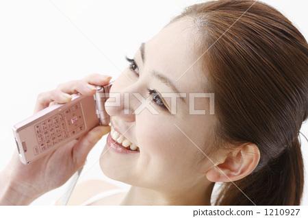 휴대 전화를하는 여성 1210927