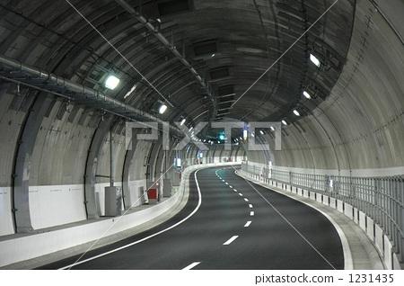 大都會高速公路中央循環路線(新宿/東京)上的山手隧道 1231435