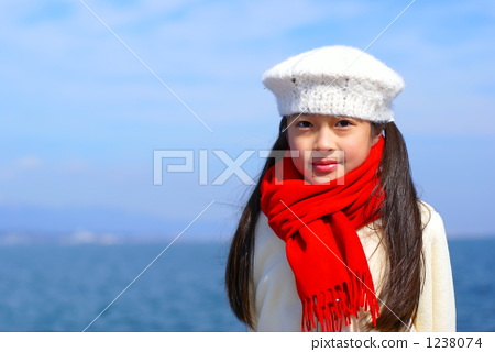 Elementary school student with a smile (winter) 1238074