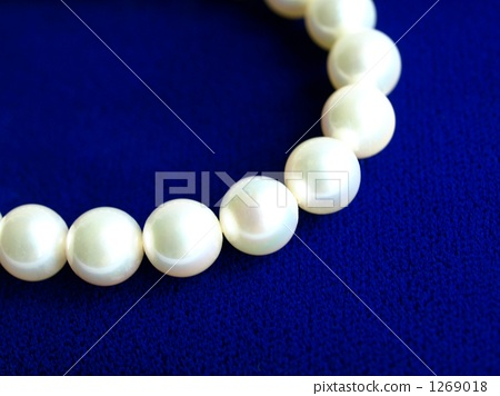 Pearl necklace 1269018
