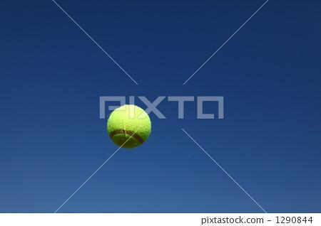 테니스 공 및 푸른 하늘 1290844