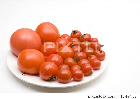 접시에 토마토 1345415