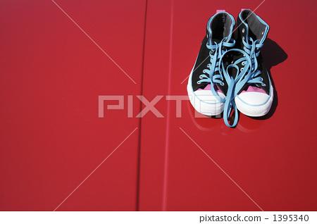 Sea sneakers refreshing image 1395340