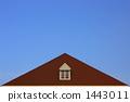 작은 창문과 지붕이있는 하늘 이미지 (가로) 1443011