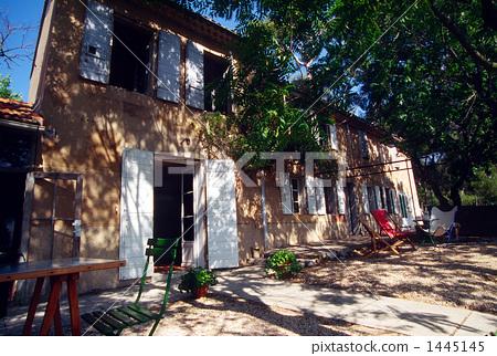 Suburban house 1445145