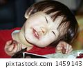 一個孩子吃巧克力 1459143