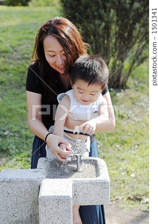 식수대, 음수대, 부모와 자식 1501341