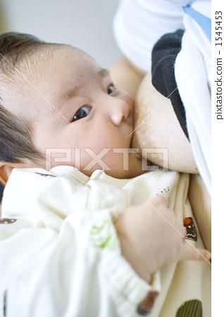 Baby drinking boobs 1545453