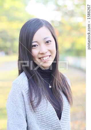 20s, black hair, dark hair 1586267