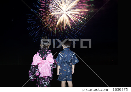 Children looking up at night sky 1639575