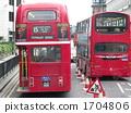 兩層巴士在倫敦市運行 1704806