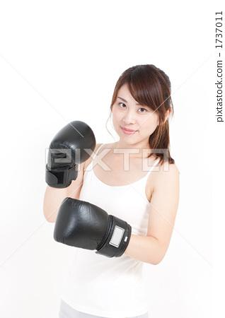 A woman who makes boxing 1737011