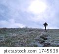 登山路徑,霜凍仍然和登山者 1745939
