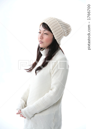 Women with knit cap 1766700