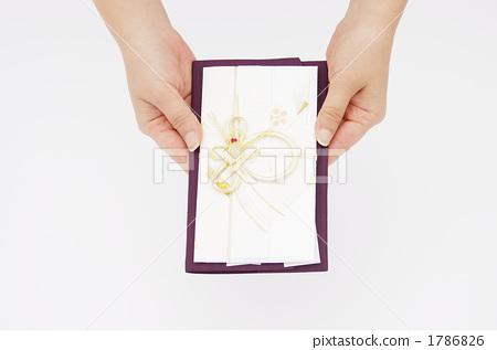 手拿禮品袋的手 1786826