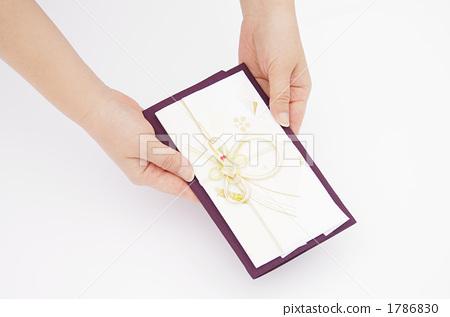 手拿禮品袋的手 1786830