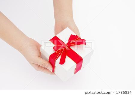 給禮物的婦女的手的圖片 1786834
