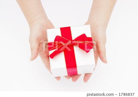 給禮物的婦女的手的圖片 1786837