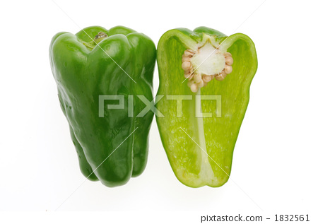 Green peppers and peppers cut 1832561